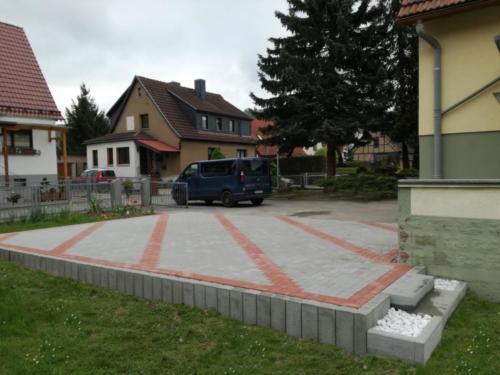 Hoferweiterung Thüringer Rechteck, Farbe grau rot