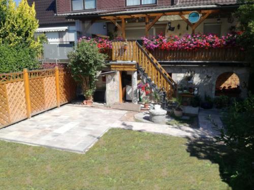 Terrasse in anthraziter Einfassung 2